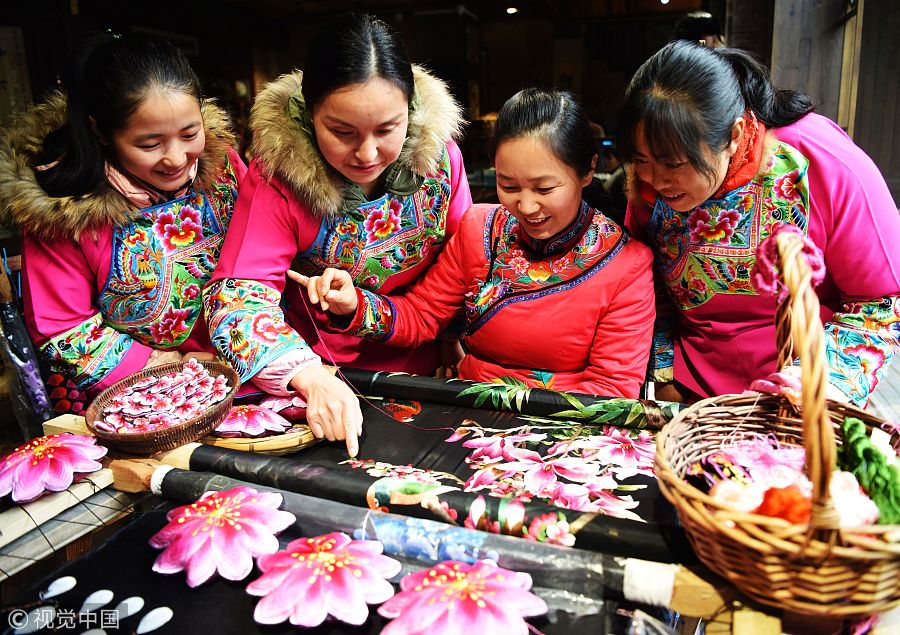 Miao embroidery helps people move out of poverty