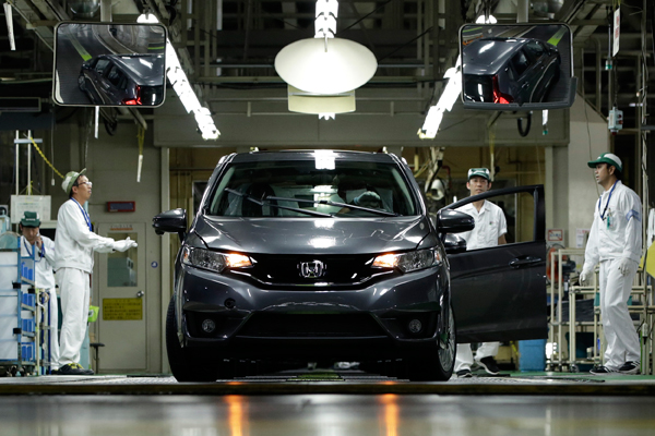 Workers Inspect A Honda Motor Co North America Bound Fit Vehicle At The Final Inspection Area Companys Suzuka Factory In Japan Photo Agencies