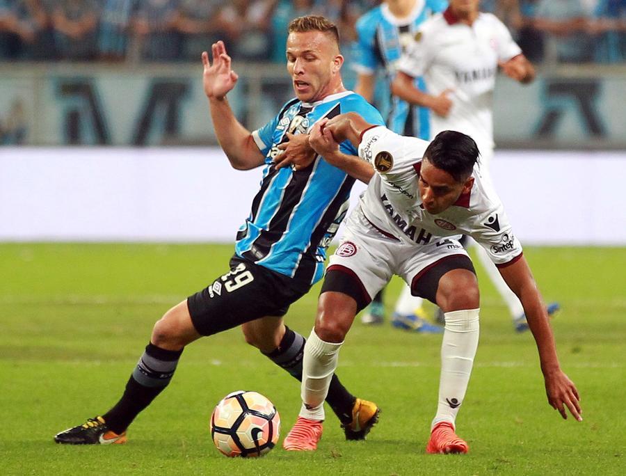 56251b42529 Barcelona step up interest in Brazilian midfielder Arthur ...