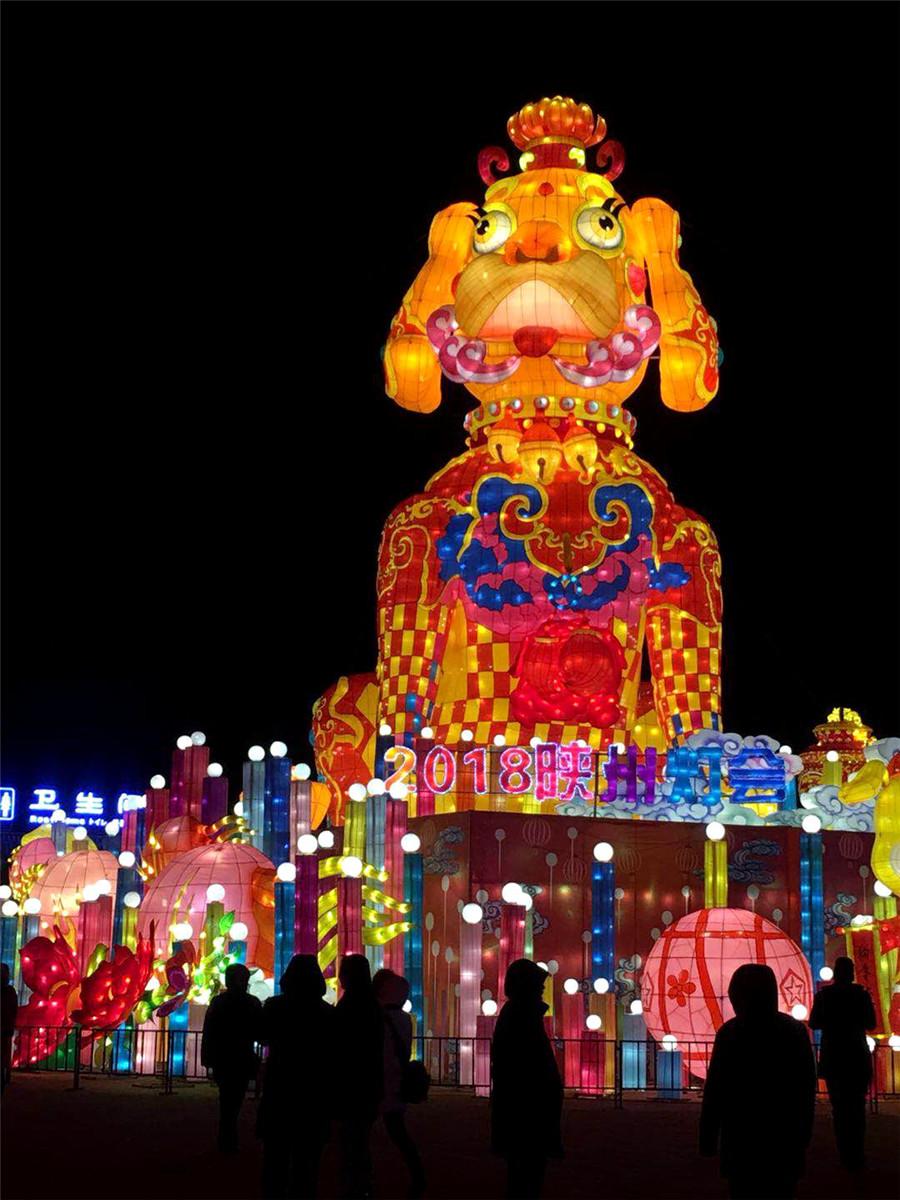 lantern fair lights up underground dwellings in c china. Black Bedroom Furniture Sets. Home Design Ideas
