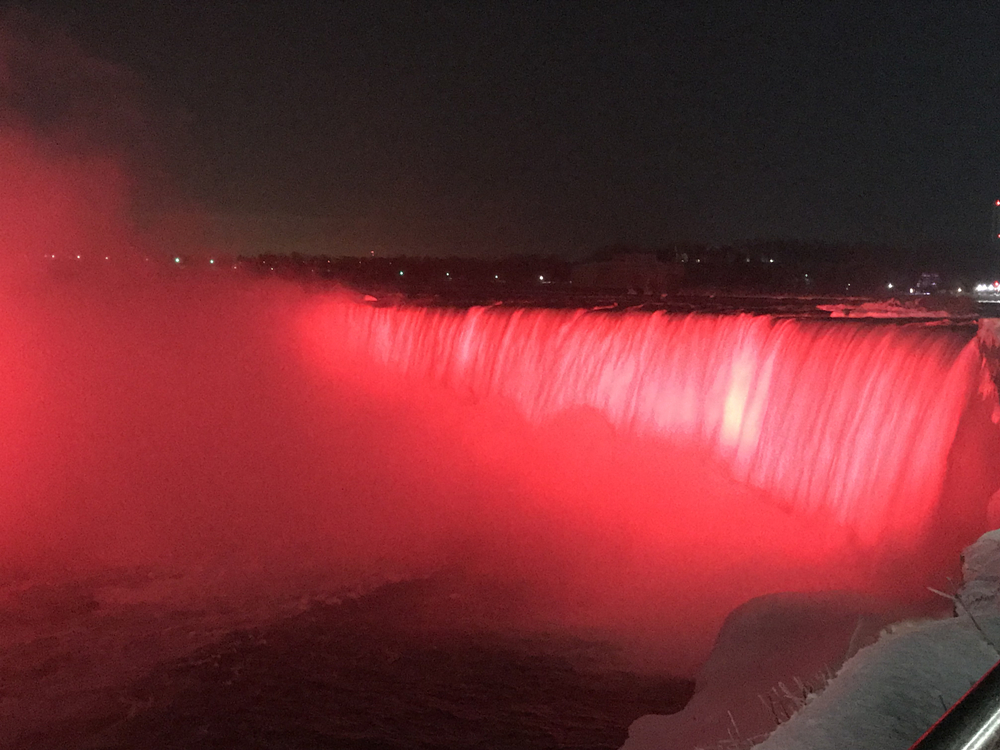 Niagara Falls lit up in red to welcome Chinese New Year - EUROPE