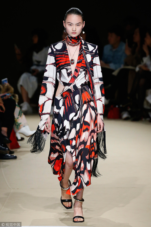Alexander mcqueen fashion show 2018