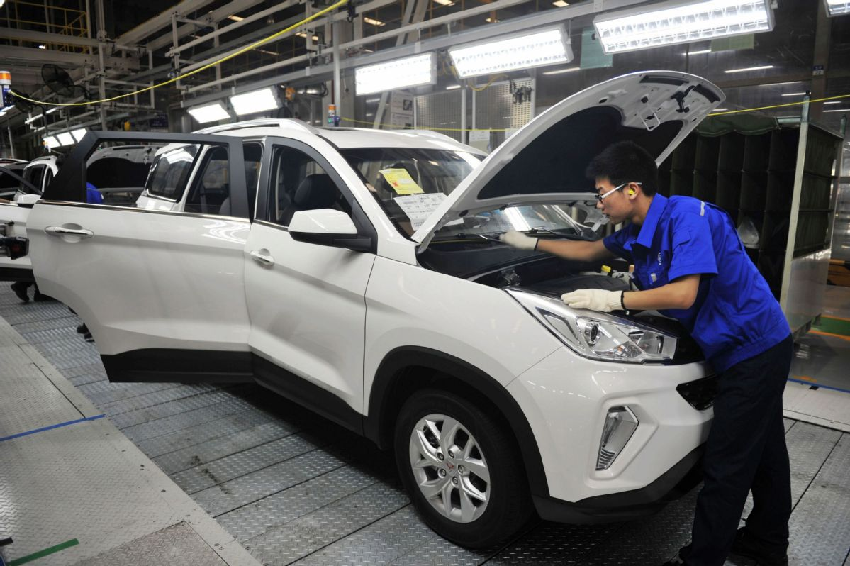 Saic may set up car factory in egypt chinadaily a worker checks the quality of newly made cars at an assembly line of saic motor in qingdao east chinas shandong province photo by yu fangpingfor china publicscrutiny Gallery
