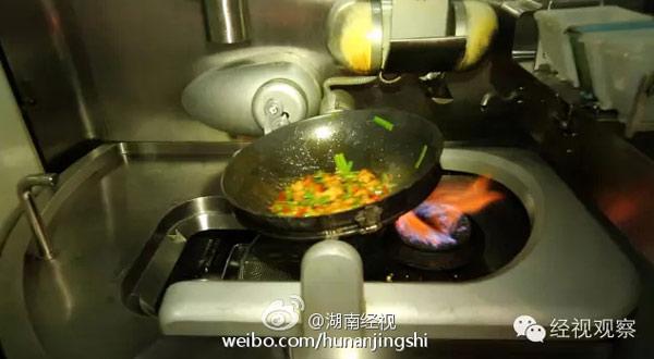 World\'s first Hunan cuisine \'robot chefs\' debut in Changsha ...