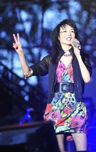 Maggie Cheung flops at music fests