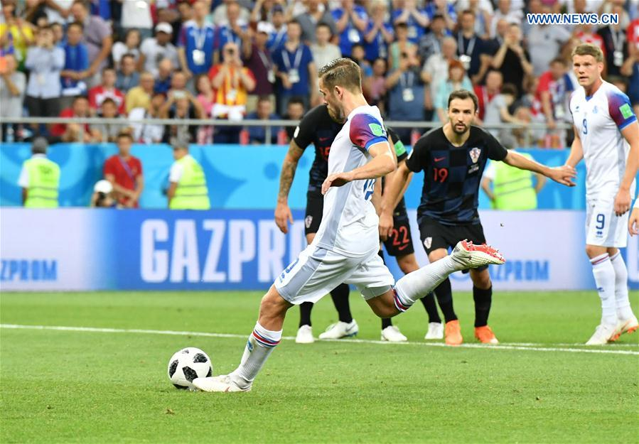 Late goal gives Croatia 2-1 win over Iceland to maintain 100 percent
