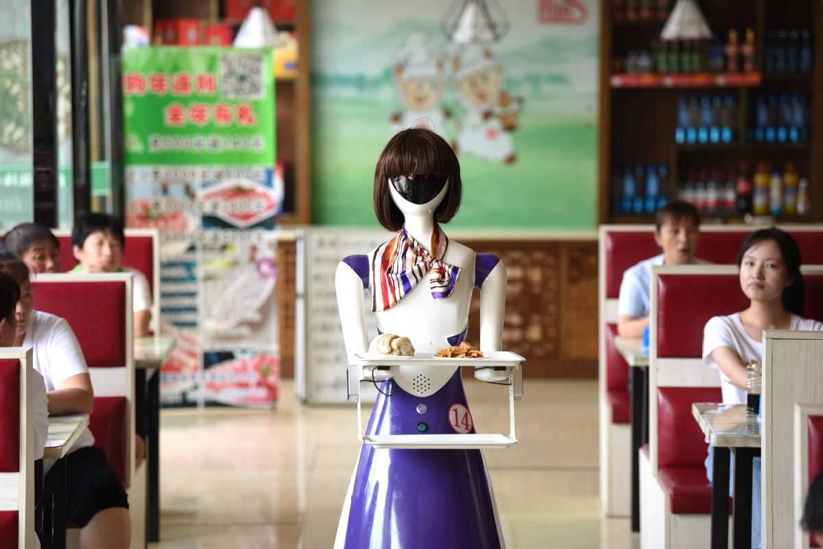 Robot serves customers at restaurant - Chinadaily com cn