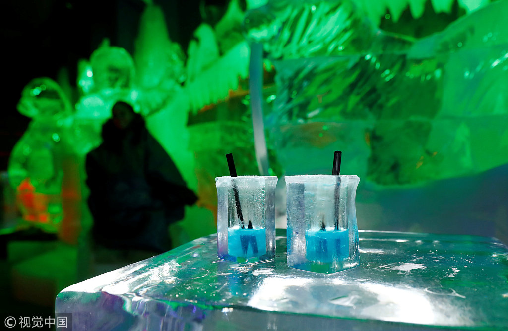 the angiyok ice bar in berlin. Black Bedroom Furniture Sets. Home Design Ideas