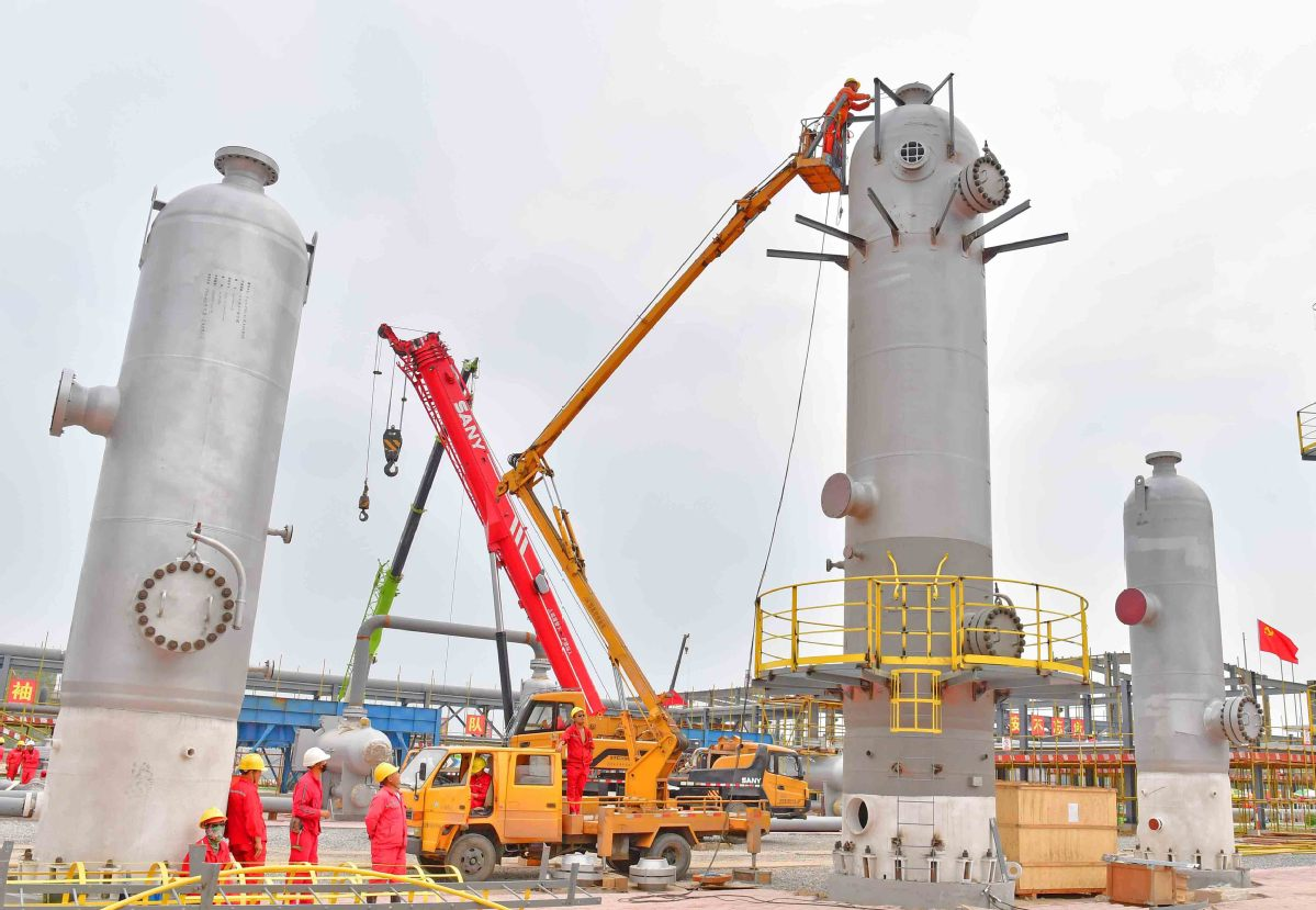 Employees of China Petroleum and Chemical Corp examine equipment at a storage facility in Puyang Henan province. [Photo by Tong Jiang / For China Daily]  sc 1 st  China Daily & Sinopec boosts gas storage units - Chinadaily.com.cn