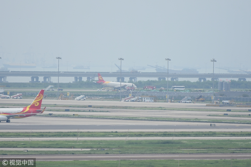 Aircraft makes an emergency landing in Shenzhen - Chinadaily