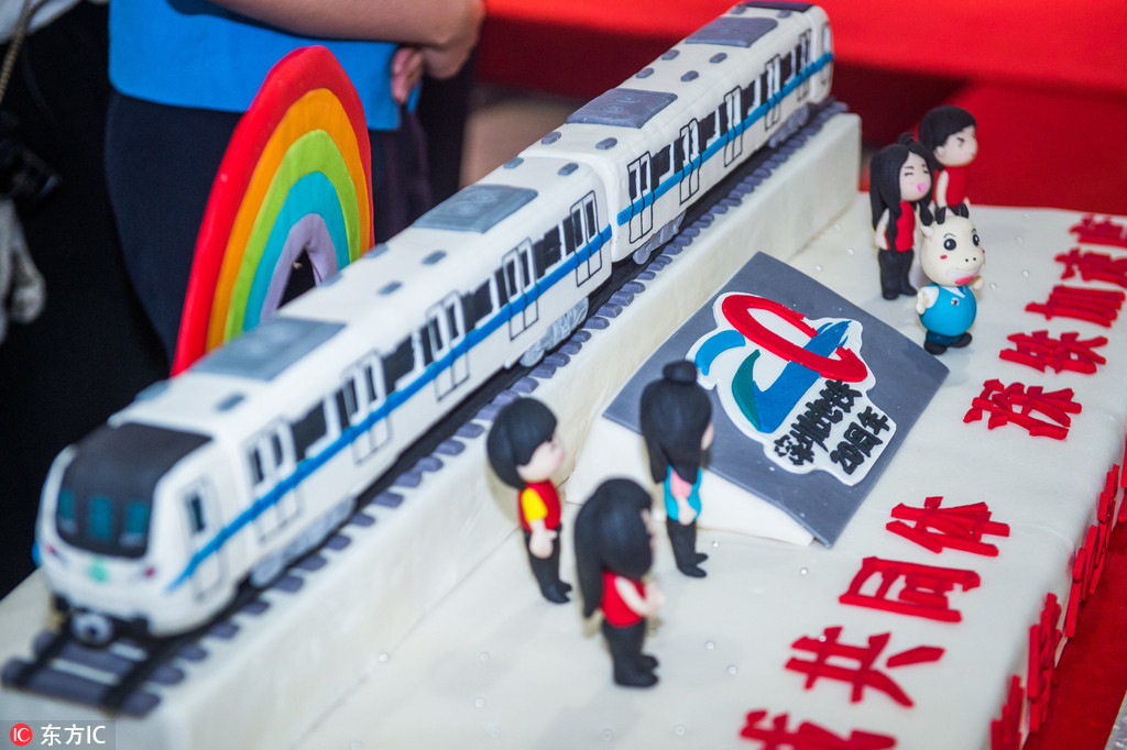 Special train, exhibition and cake mark 20th anniversary of
