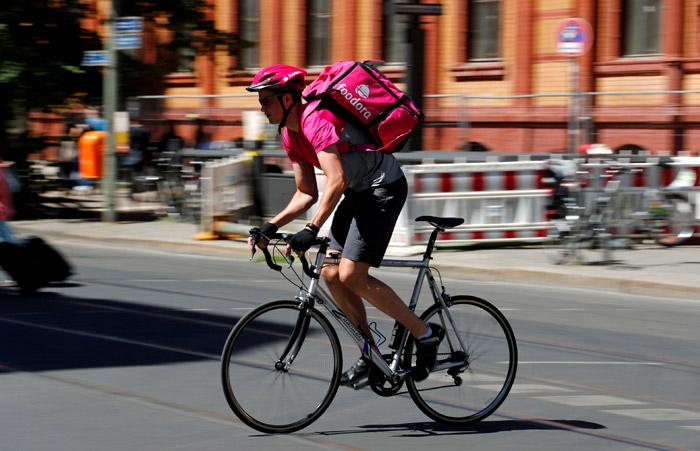 荷兰出新规禁止骑车人看手