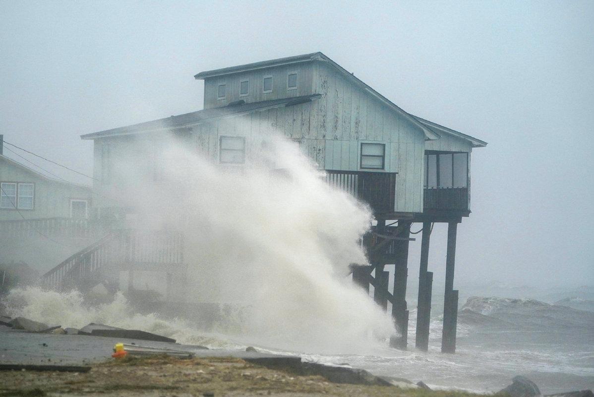 Hurricane Michael makes landfall near Mexico Beach, Florida