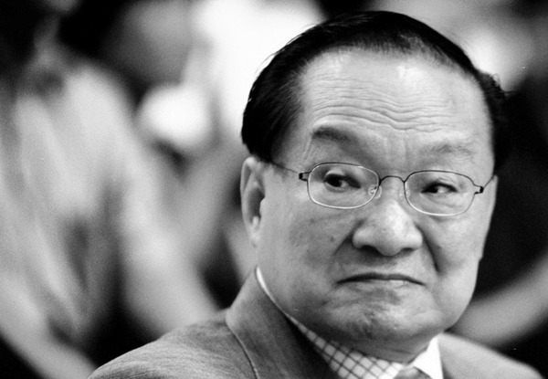 Leaders' tributes sent over death of HK writer - Chinadaily.com.cn