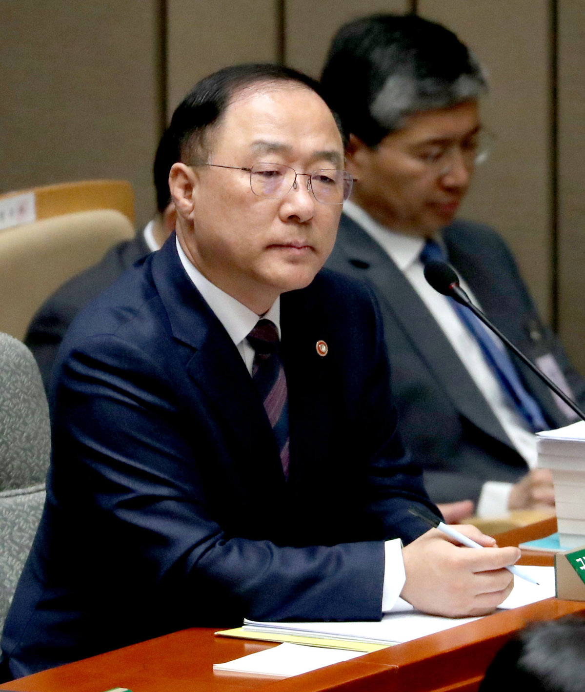 S Korean president names new finance minister, top economic adviser