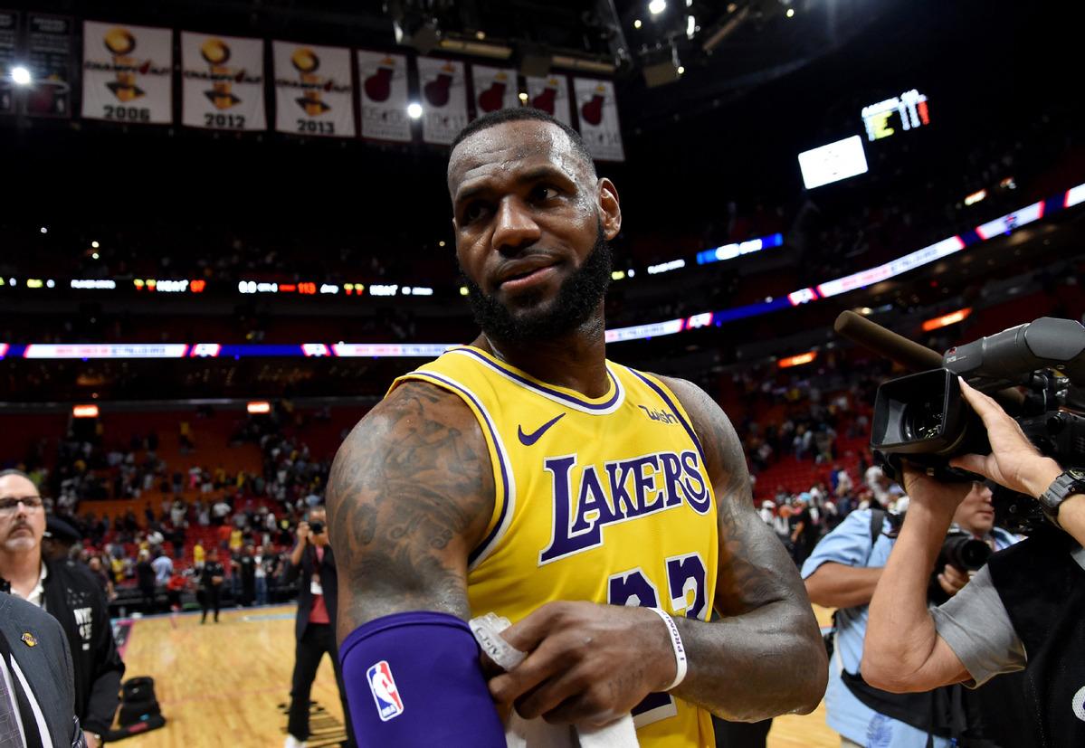 b2cb8d0a27d7 LeBron James scores 51 points