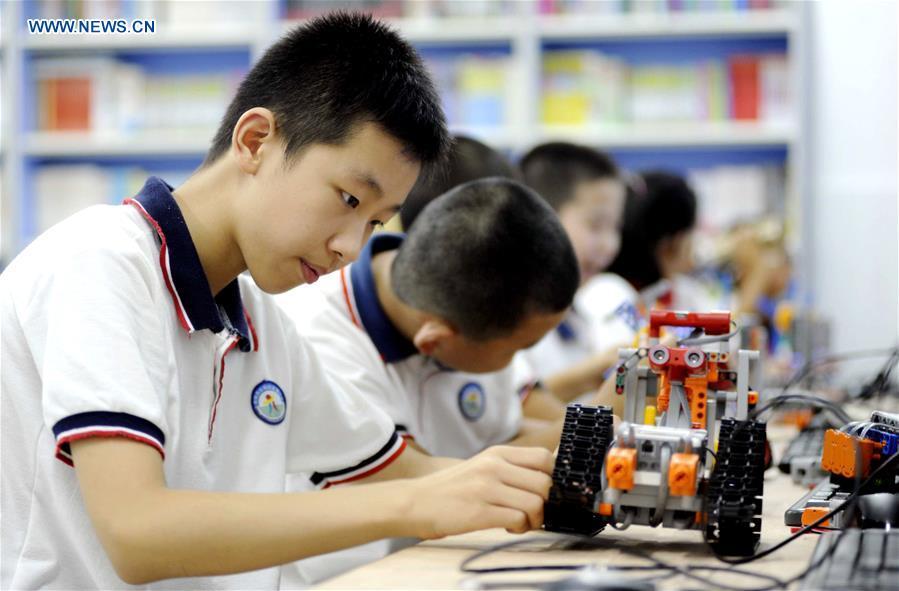 AI从娃娃抓起:全国首套人工智能教材明年进入中小学