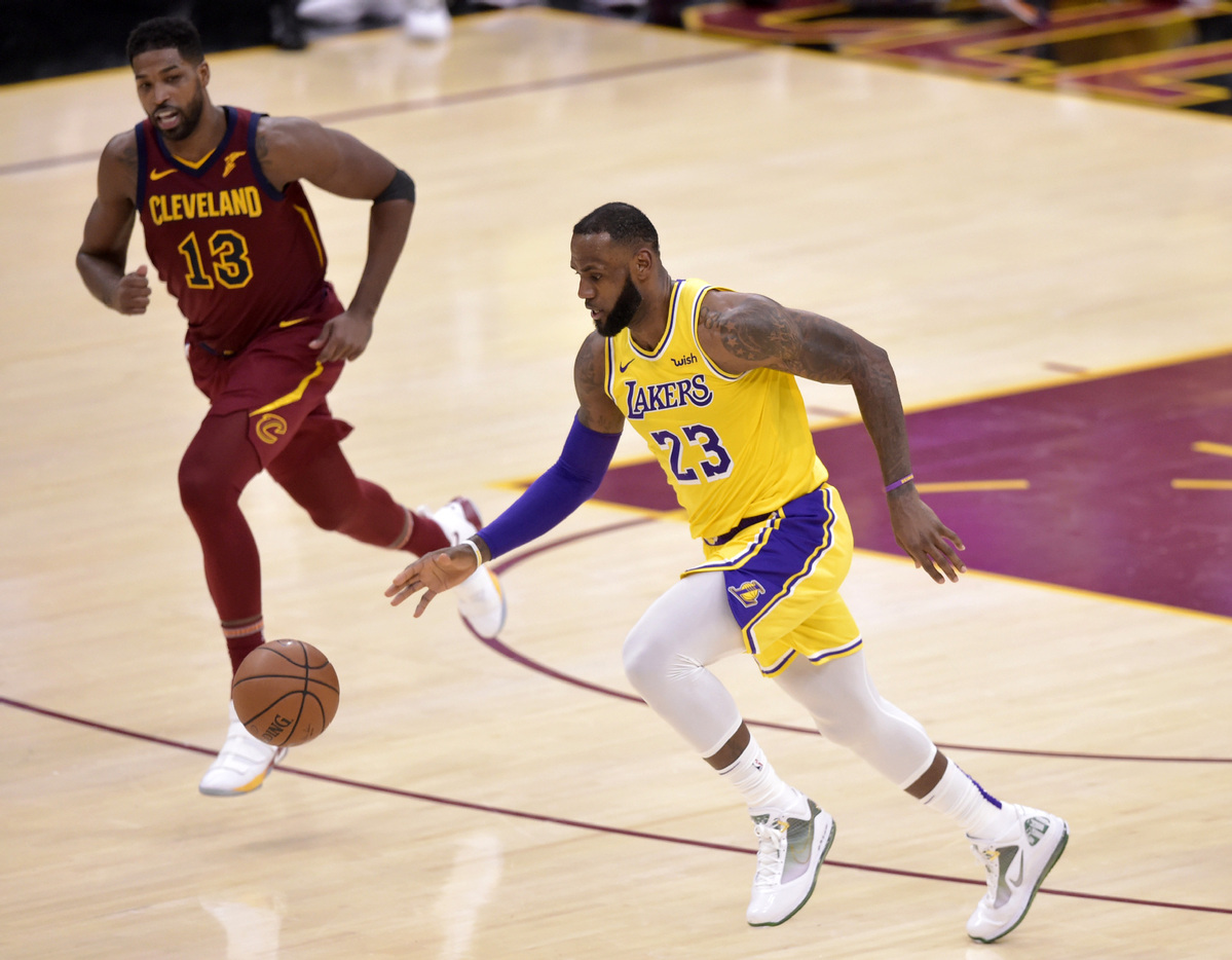 Cavaliers Vs Lakers 2018 >> Cleveland Thanks Lebron Who Carries Lakers Past Cavs