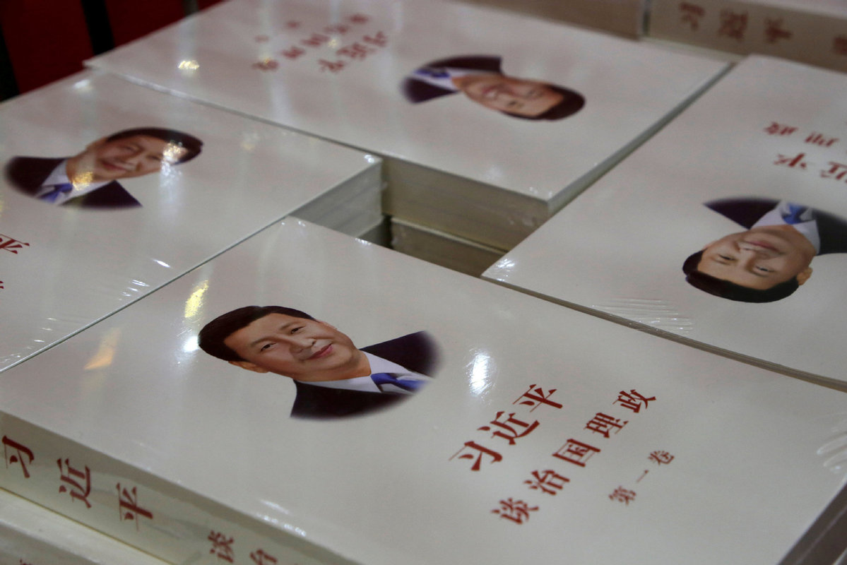 "Copies of book ""Xi Jinping: The governance of China"" are displayed for sale  at a bookstore in Beijing, China, on March 1, 2018. [Photo/Agencies]"
