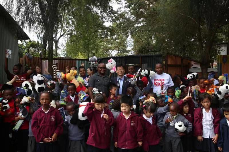 Chinese Embassy In Kenya Donates To Mutuini Hope Centre World Chinadaily Com Cn