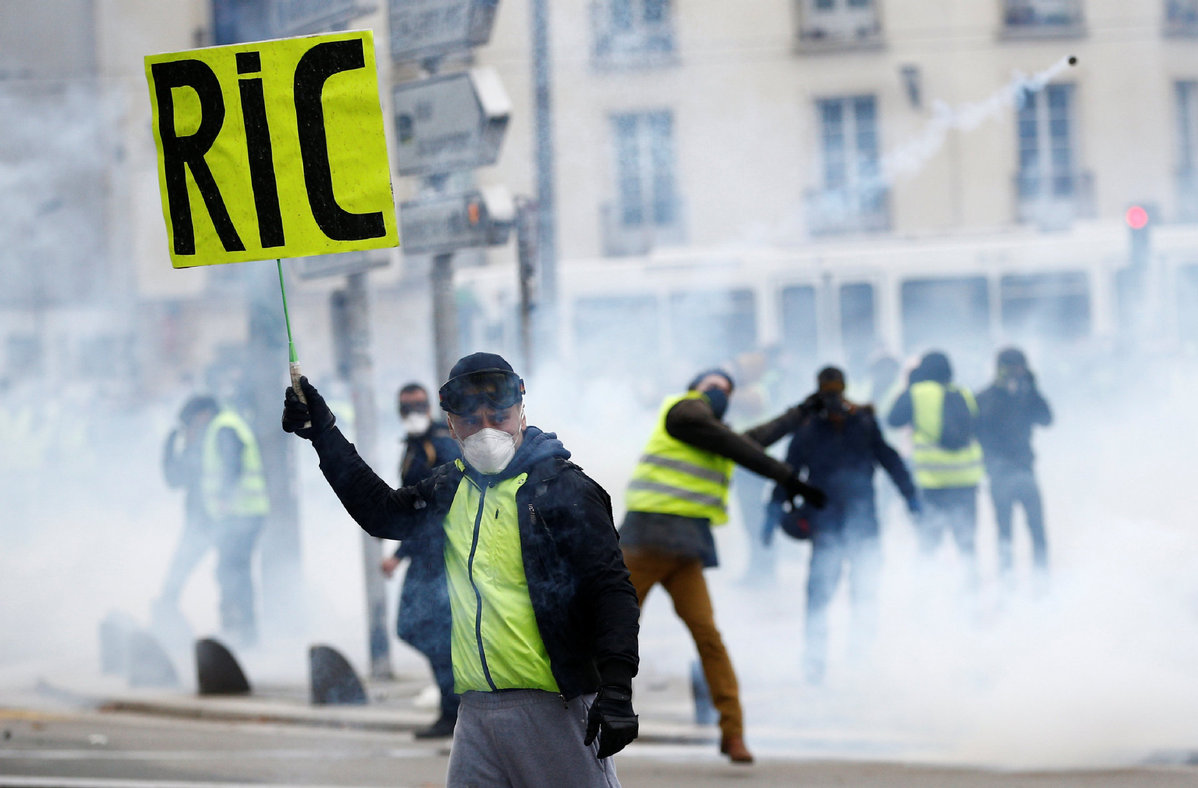 FRENCH YELLOW VESTS: Protesters Target EU And Media