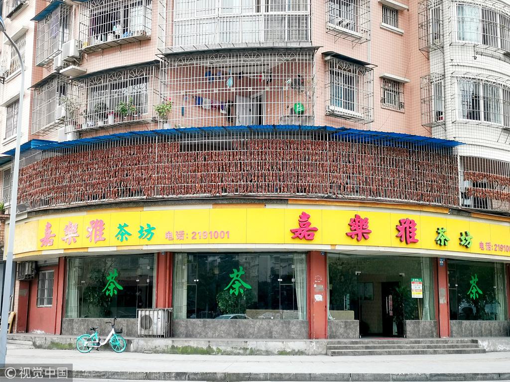 Pork sausage 'curtain' in Sichuan piques curiosity online