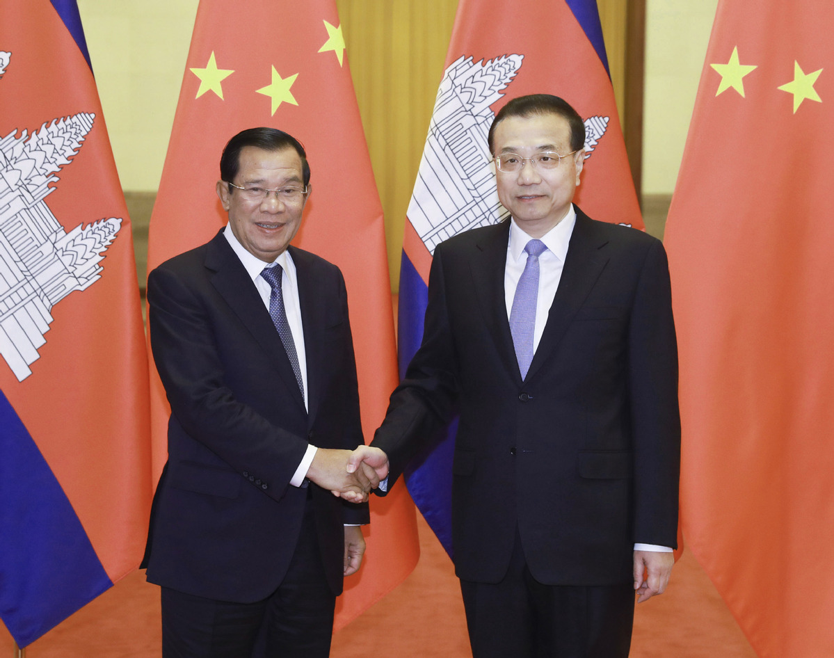 Chinese Premier Li Keqiang (right) holds talks with visiting Cambodian  Prime Minister Samdech Techo Hun Sen at the Great Hall of the People in  Beijing, ...