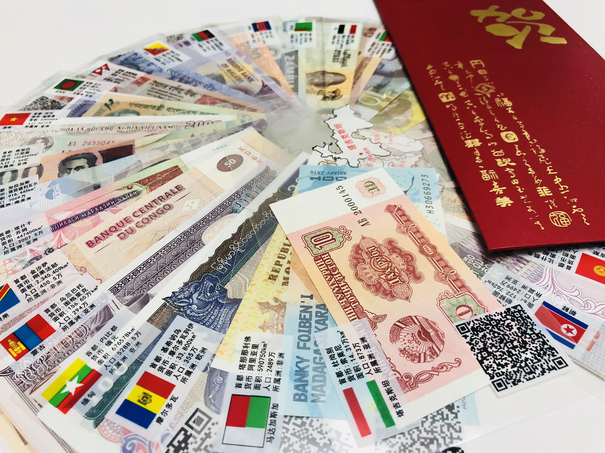 Red Envelopes With Foreign Currencies Por Before Chinese New Year