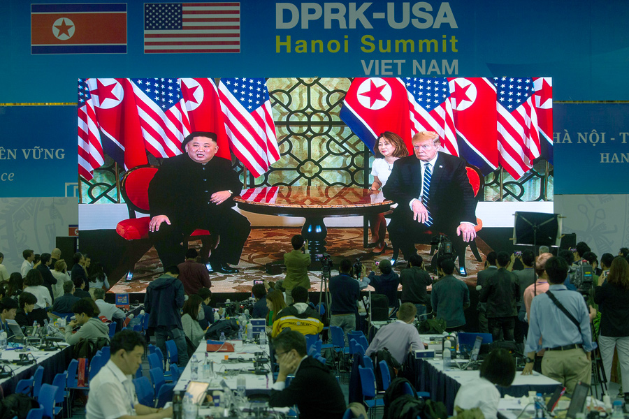 Kim, Trump start talks for 2nd day of summit