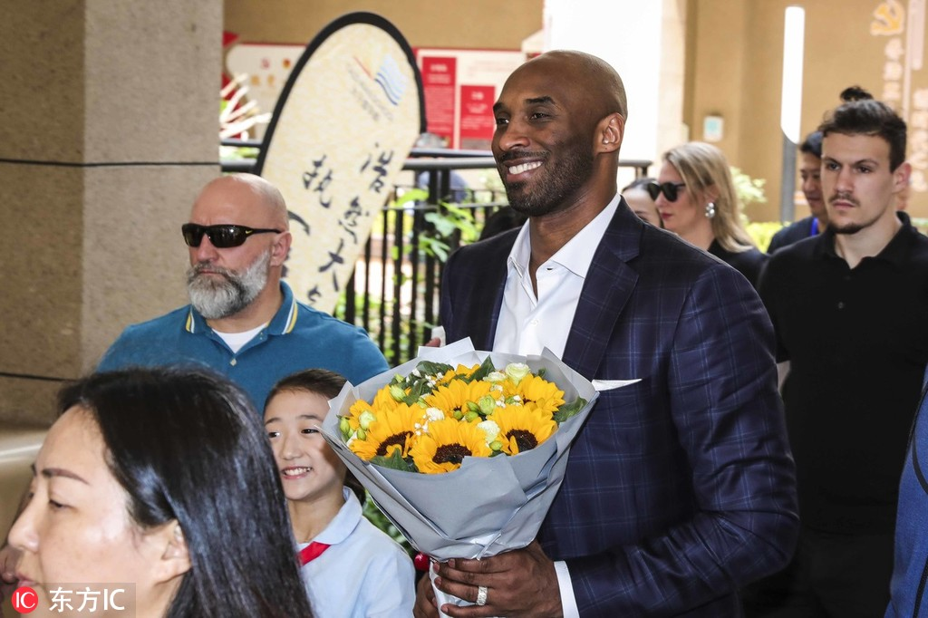 NBA Legend Bryant introduces his novel the Wizenard Series: Training Camp to Chinese children