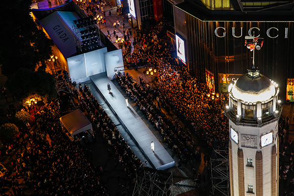 15e46f292f The Liberation Monument Square in downtown Chongqing serves as the venue  for the debut of Giada's 2019 fall/winter collection in China.