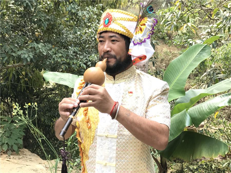 Gourd grower revitalizes flute industry