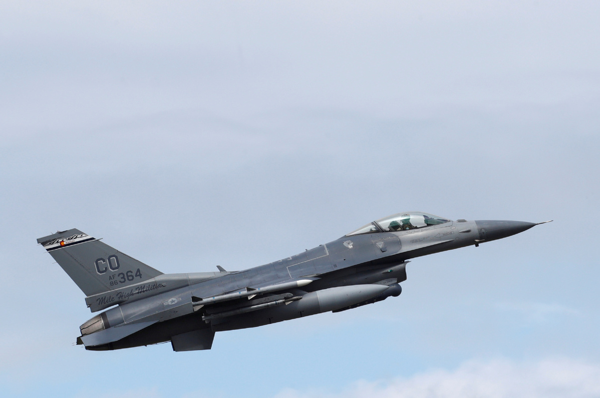 F-16 military fighter jet crashes into California building