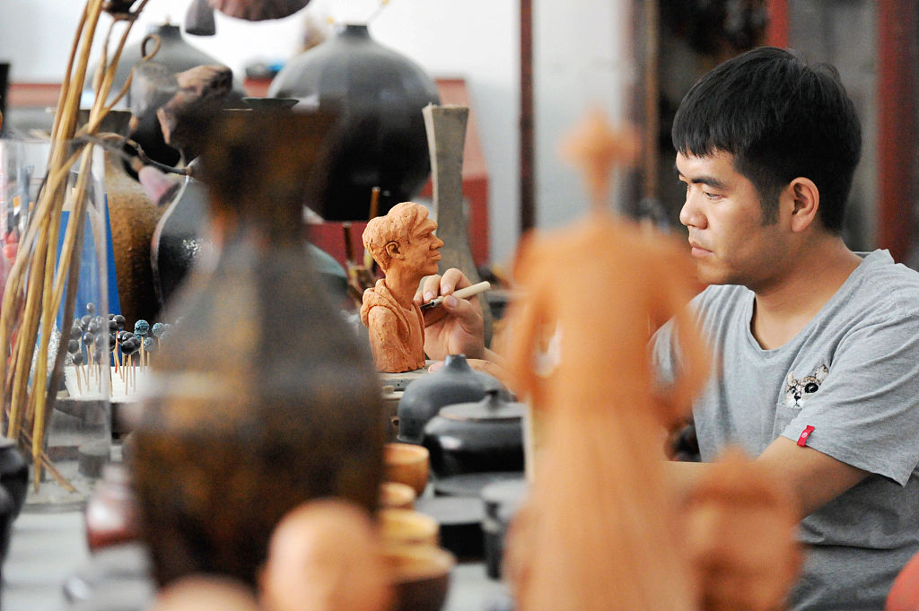 Young man polishes business with Chinese lacquerwork - Chinadaily.com.cn