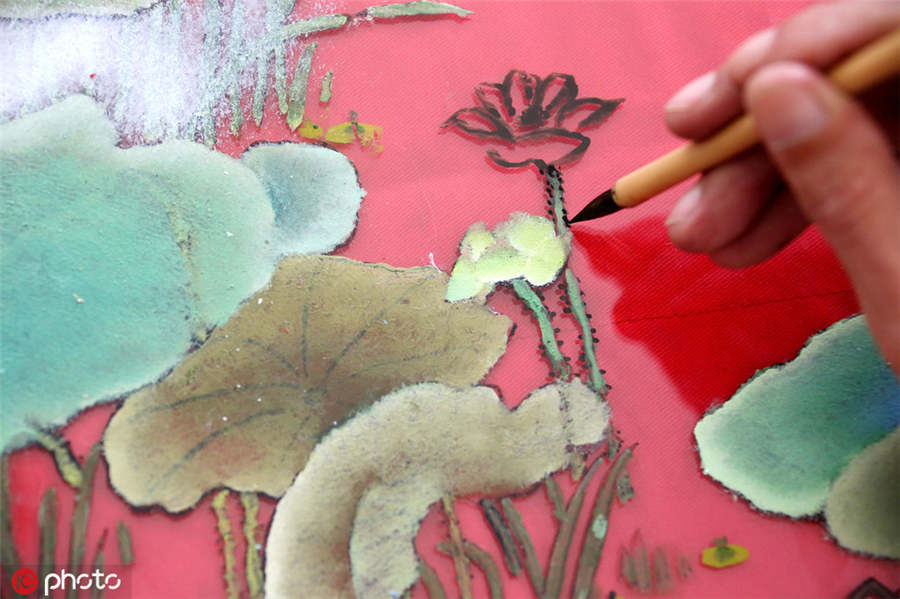 Folk artist inherits glass painting technique - Chinadaily.com.cn
