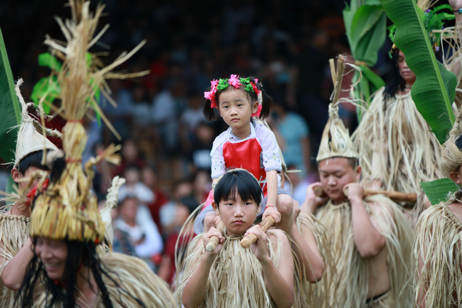 Ethnic groups celebrate 'Liuyueliu' in South and Central
