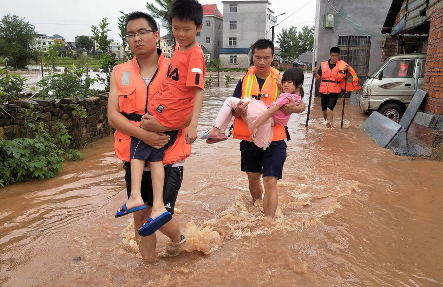 China's fire fighters rescue over 13,000 people since flood season - Chinadaily.com.cn