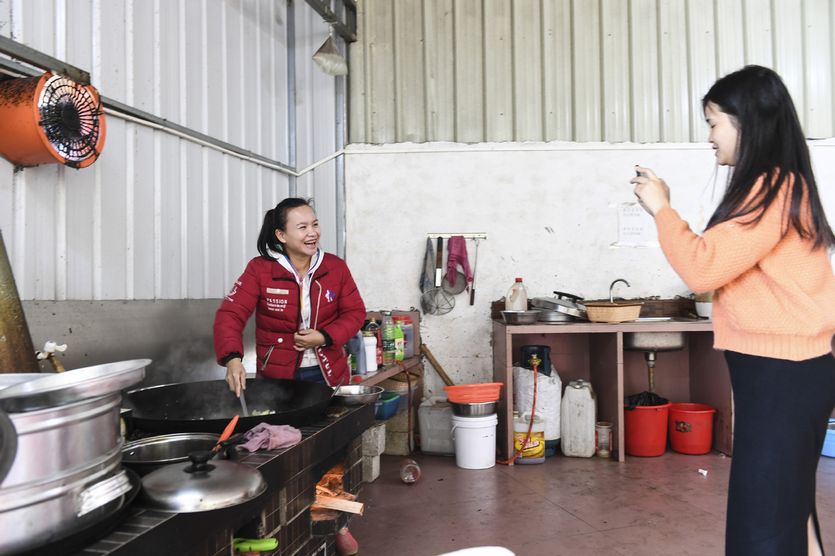 Short Videos Put Guangxi Farmer into Limelight