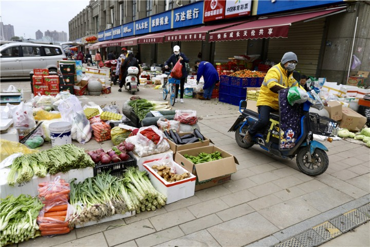 Open-air farmers markets in epicenter curb infections - Chinadaily.com.cn