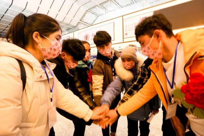 Flight brings 174 Xinjiang workers back to Changsha - Chinadaily.com.cn