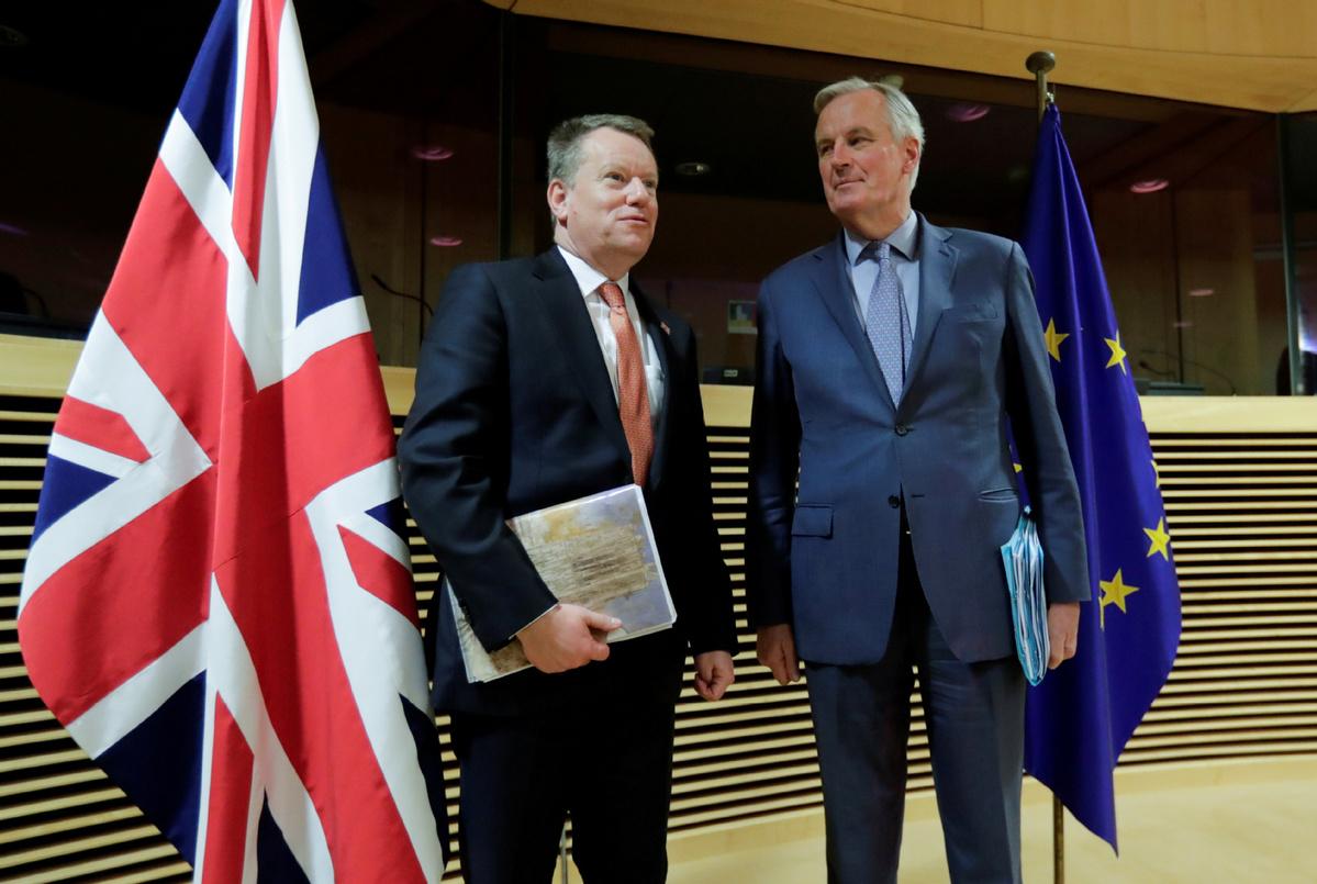 Brexit: UK 'must consider deal trade-offs', says von der Leyen