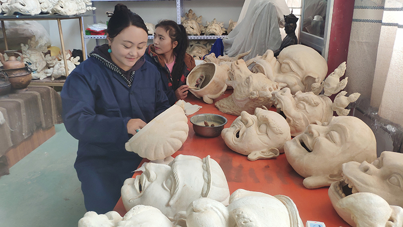 Business Incubator Boosts Poverty Telief in NW China Vounty