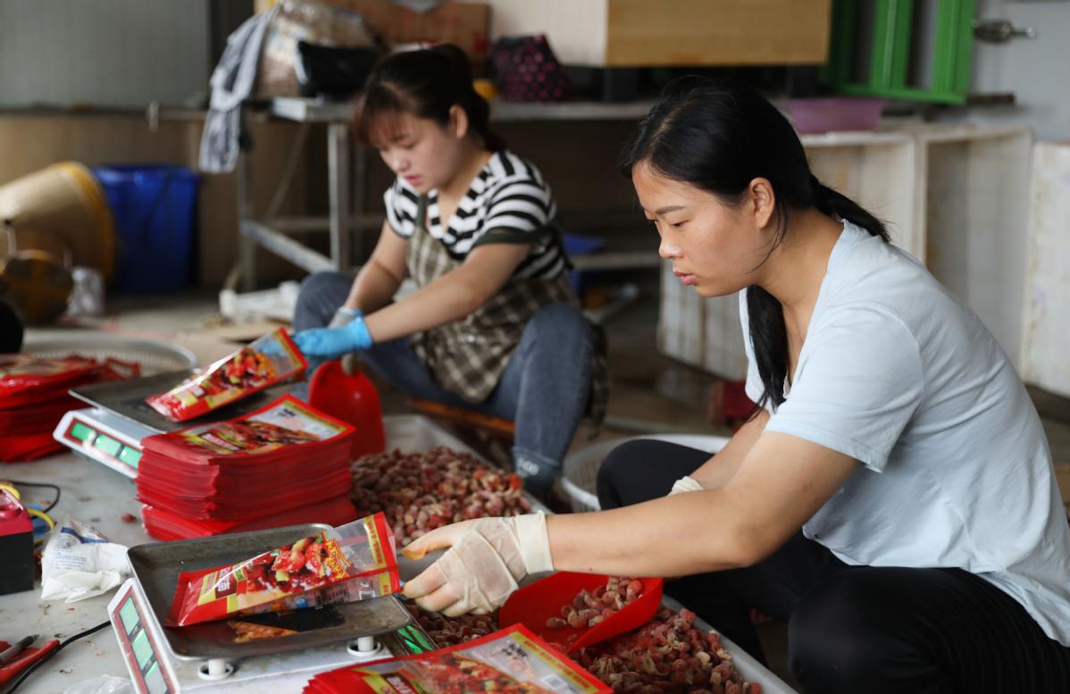 Jiangsu County's Economy Driven by Livestreaming