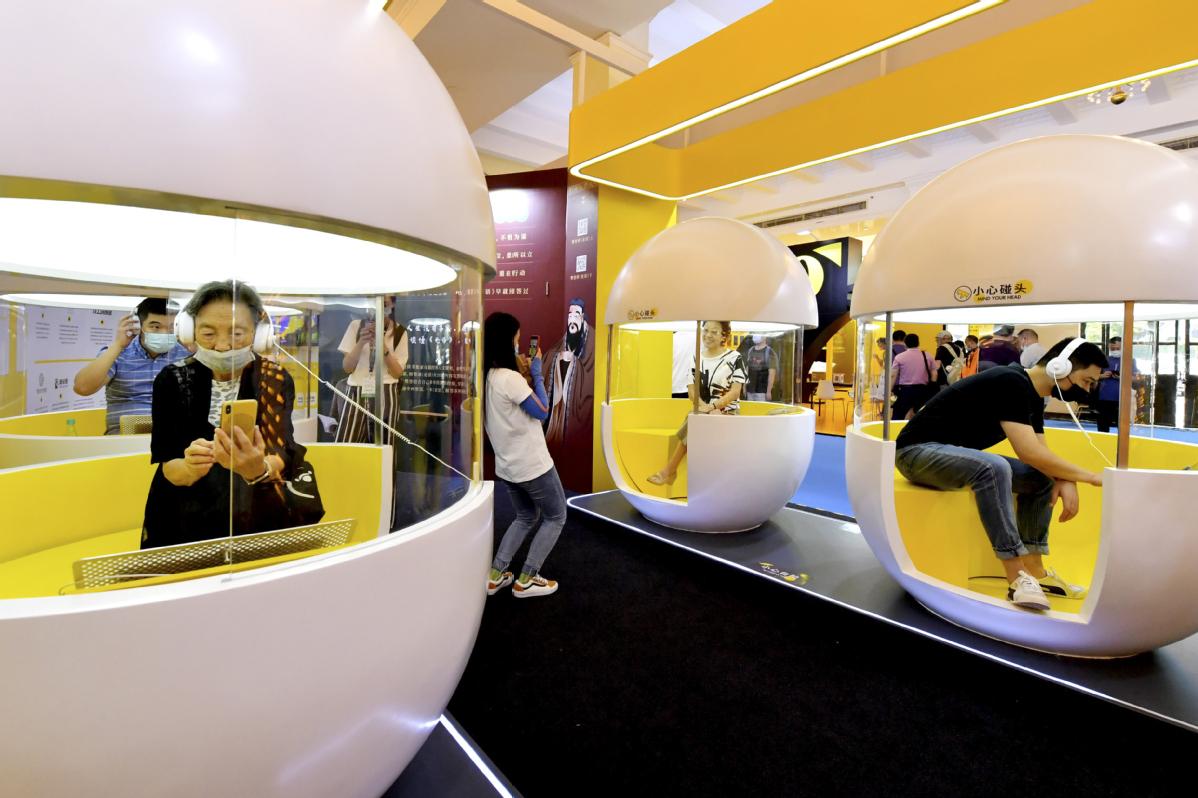 Literature Lovers Flock to Shanghai Book Fair