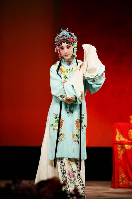New Exhibition Combines Peking Opera and Picture Stories