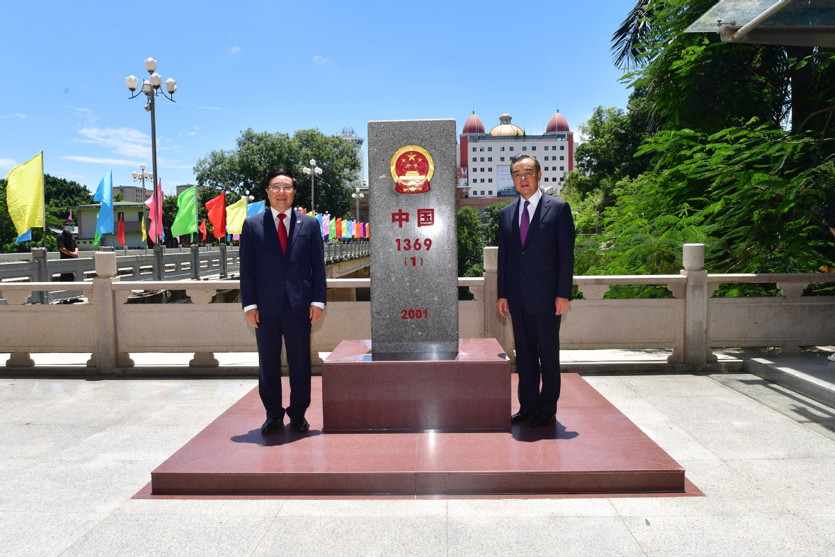 Chinese foreign minister kicks off first worldwide tour in 2020