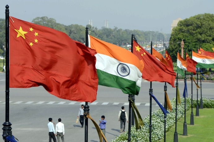 FM urges India to strive for peace in border areas