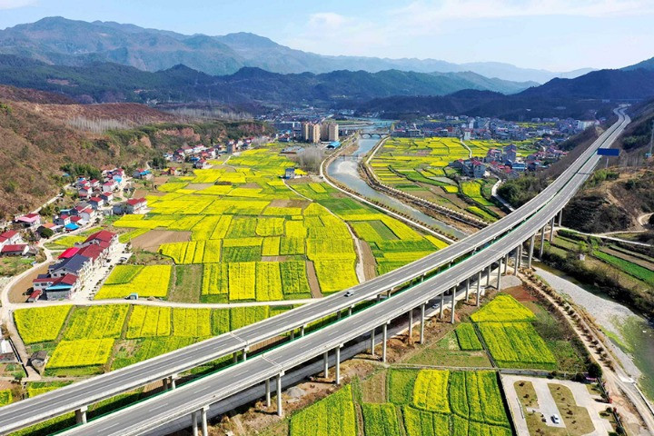 Use urbanization lessons to revitalize rural areas