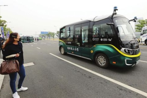 Driverless buses rolling toward commercial runs