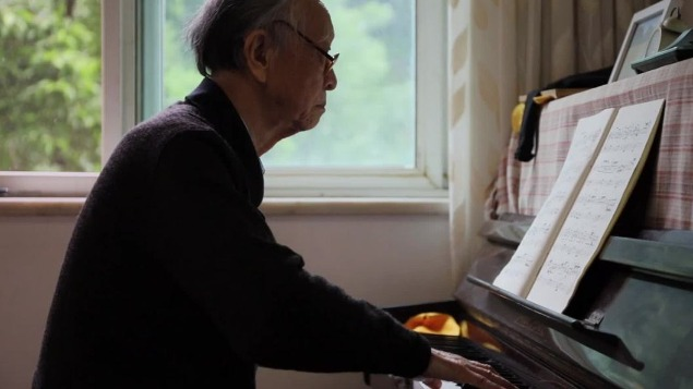 95-year-old man plays piano four hours every day